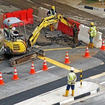 excavators-391143_640-e1615476586278